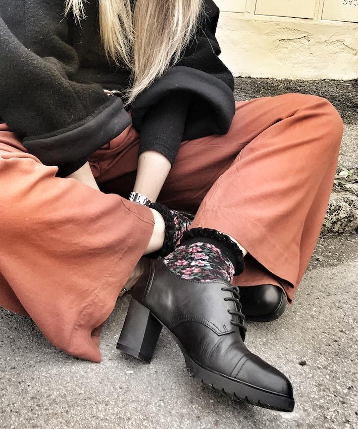 Panta palazzo, scarpe con tacco e plateau